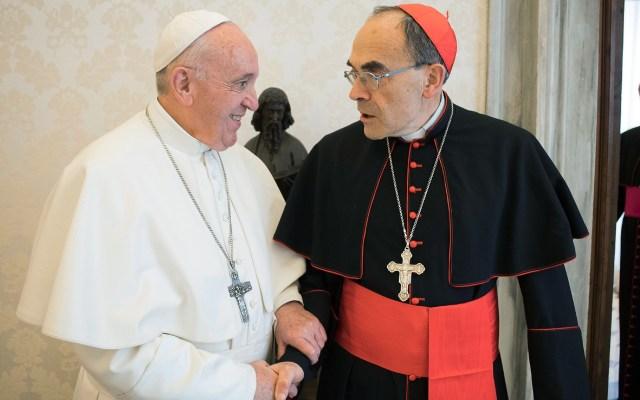 Papa rechaza dimisión de cardenal involucrado en casos de pederastia - Papa Francisco y Philippe Barbarin. Foto de AFP / Vatican Media