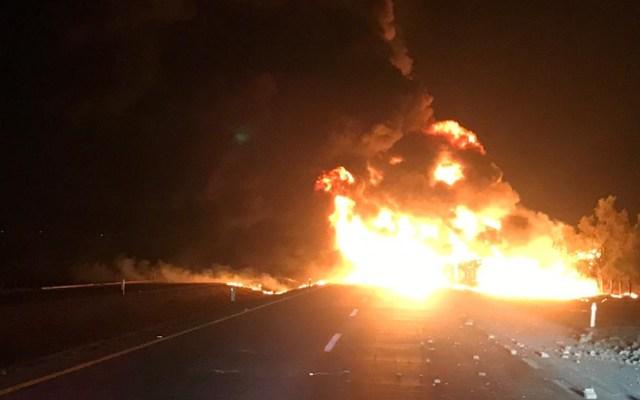 Se incendia pipa tras chocar y volcarse en el Arco Norte - incendio pipa arco norte