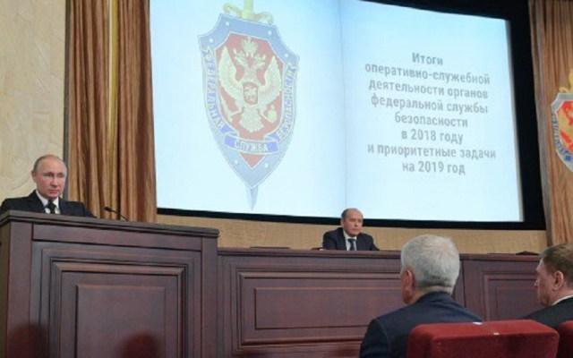 Descubren a 465 espías extranjeros en Rusia - Putin ante la FSB. Foto de @KremlinRussia