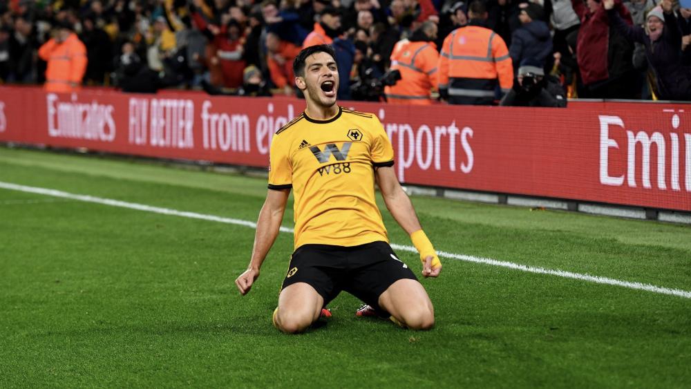 Con gol de Raúl Jiménez los Wolves eliminan al Manchester United