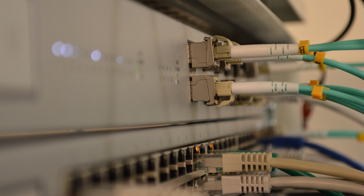 CFE publica bases de licitación para uso de hilos de fibra óptica