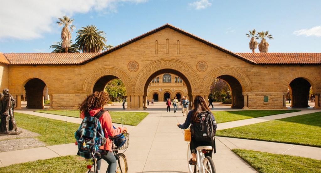 FBI revela pago de sobornos para ingresar a prestigiosas universidades - Foto de Money