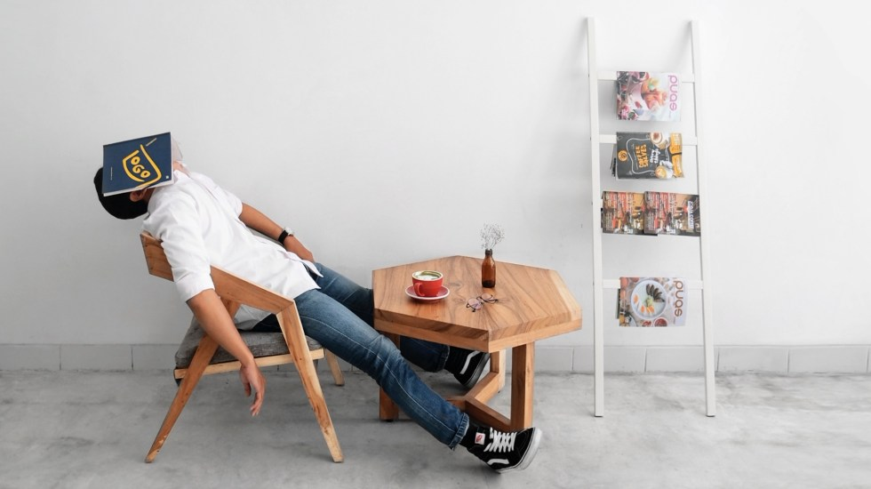 Dormir más el fin de semana compensa falta de sueño en días laborales, señala estudio - Foto de Hutomo Abrianto para Unsplash