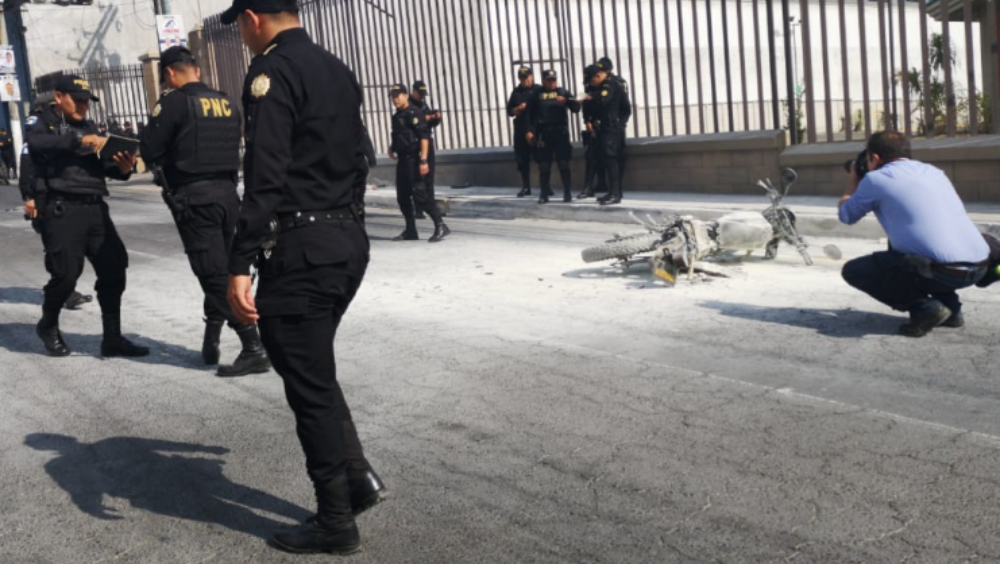 #VIDEO Pobladores de Oaxaca queman a presuntos sicarios