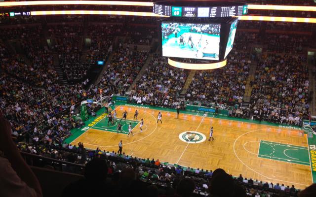 Celtics de Boston vetan dos años a menor por insultos racistas - TD Garde, casa de los Celtics de Boston