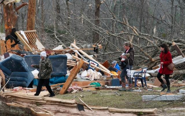 Tornado mata a 10 miembros de una familia en Alabama - Foto de AFP