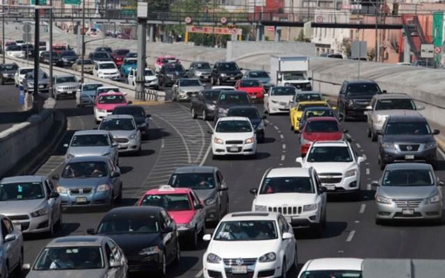 Este lunes no circulan vehículos con holograma amarillo - Foto de Notimex