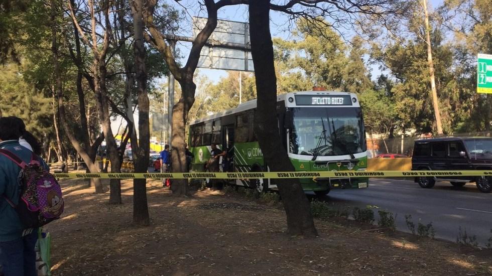Asalto en transporte público deja dos muertos en Río Churubusco - Transporte público donde ocurrió el asalto. Foto de @jpcastorena