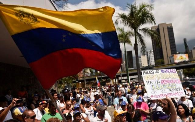 Seguidores de Guaidó y Maduro marchan en Venezuela - Foto de AFP