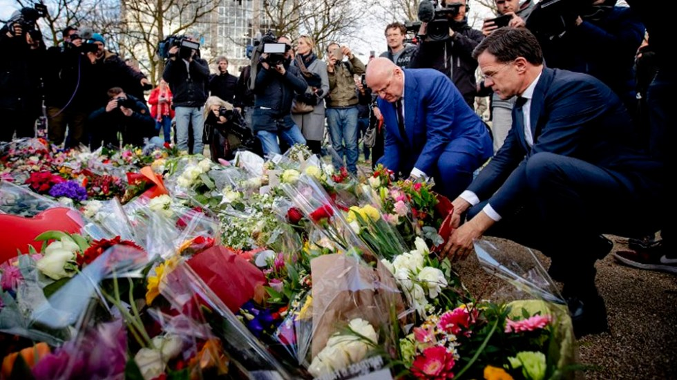 Recuerdan a víctimas de tiroteo en tranvía de Holanda - Foto de AFP