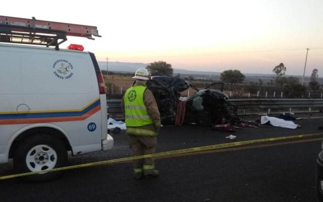 Choque mata a seis personas en autopista 307 de Jalisco - Accidente acordonado sobre autopista 307 de Jalisco. Foto de @PCJalisco