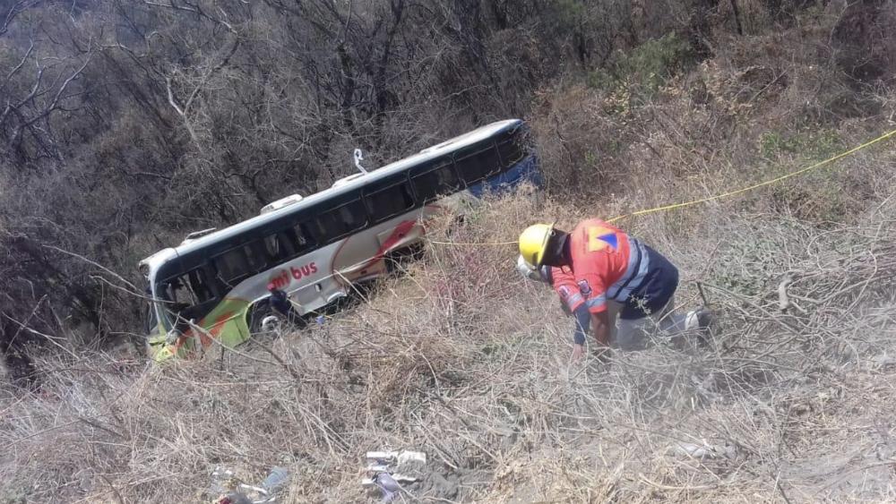 Hay 24 lesionados por caída de autobús a barranco en Guerrero - Foto de @JacobMorant