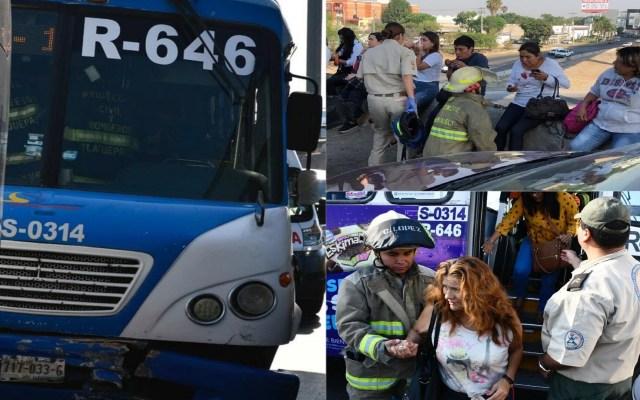 Choque entre microbuses deja 14 lesionados en Jalisco - Accidente de microbús en Jalisco. Fotos de @hederzona3