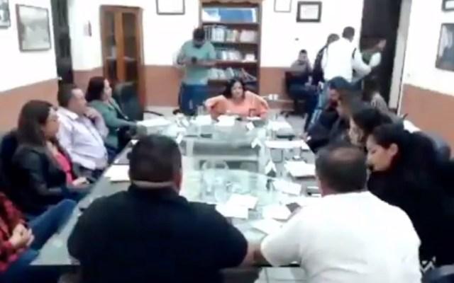 #Video Alcalde en Jalisco ordena arrestar a regidor en plena sesión - Captura de pantalla
