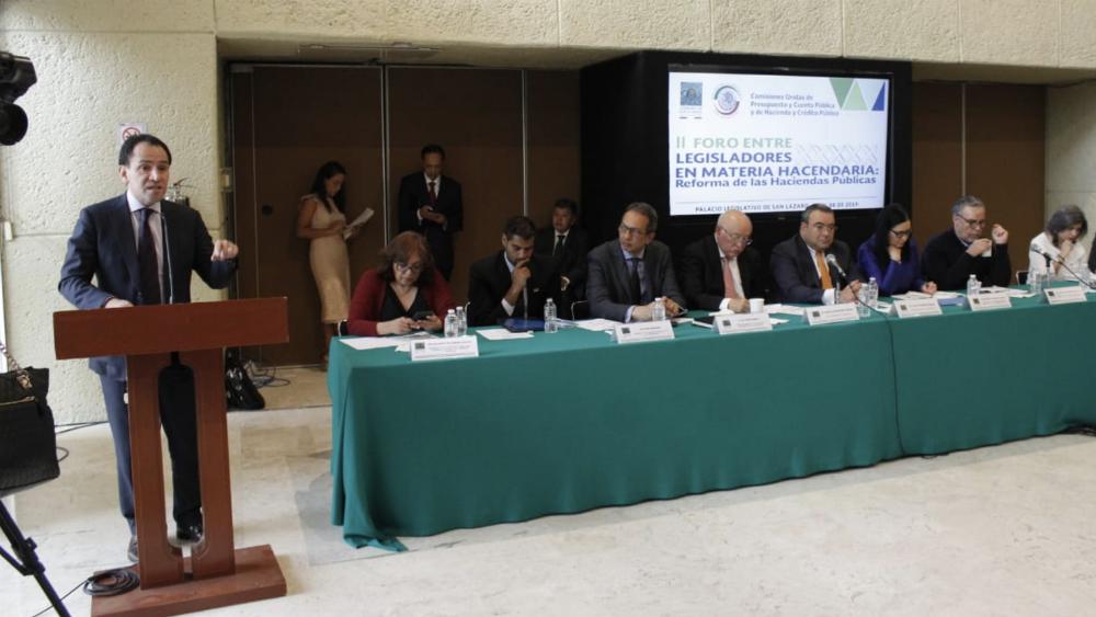 Secretaría de Hacienda buscar 'revivir' la tenencia y gravar la economía digital