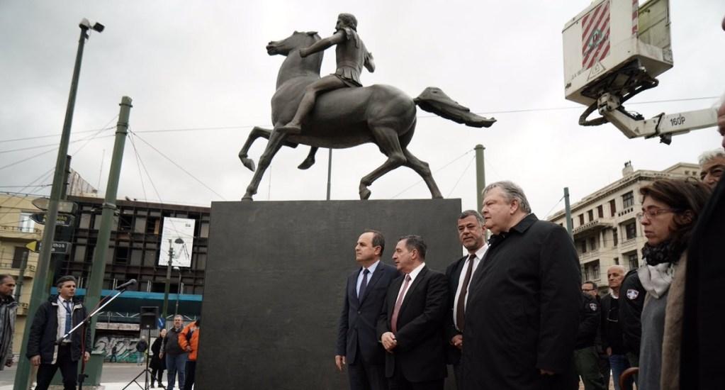 Atenas coloca su primera estatua de Alejandro Magno - Foto de @KaminisG