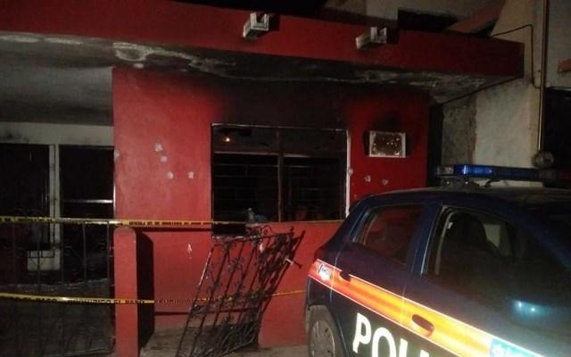Atacan con bomba molotov casa de expolicía de Nuevo León - Balazos en fachada de casa. Foto de Telediario
