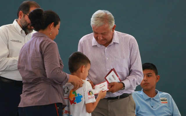 Estas son las cuatro becas que ofrece AMLO a niños y jóvenes - Foto de Notimex