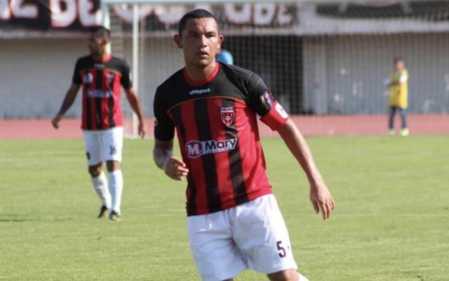 Futbolista anota, asiste, comete autogol y es expulsado en Libertadores - Foto de @2010MisterChip