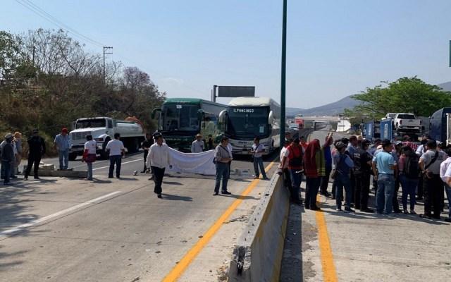 #Video Policía de Guerrero disuelve bloqueo en Autopista del Sol - Bloqueo en la Autopista del Sol, Guerrero. Foto de Notimex