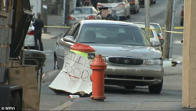Conductor atropella a personas tras pelea en Filadelfia - Buick Century en el que el responsable viajaba. Foto de WPVI