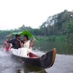 #Video Pareja de novios cae al río durante sesión de fotos en la India - Captura de pantalla