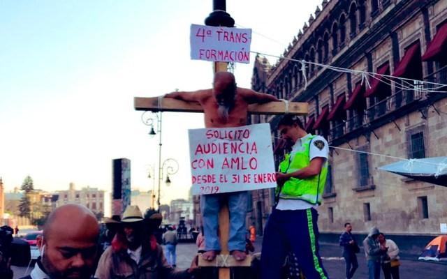 Hombre se 'crucifica' en Palacio Nacional por segunda ocasión - Foto de @israellorenzana