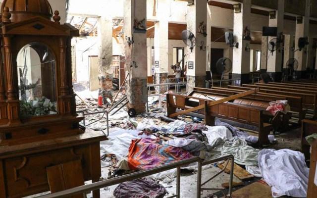 Atentados dejan al menos 207 muertos en Sri Lanka - Cuerpos cubiertos con sábanas en iglesia de San Antonio