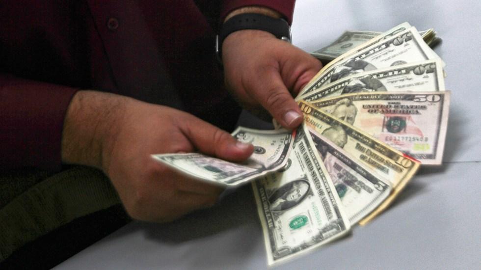 Peso gana terreno ante el dólar por riesgo en mercados globales - Dólar peso tipo de cambio