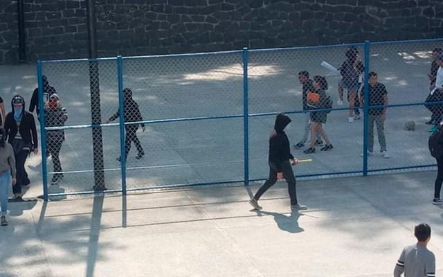 Encapuchados toman instalaciones de Prepa 6 por presuntos casos de acoso - Foto de Milenio