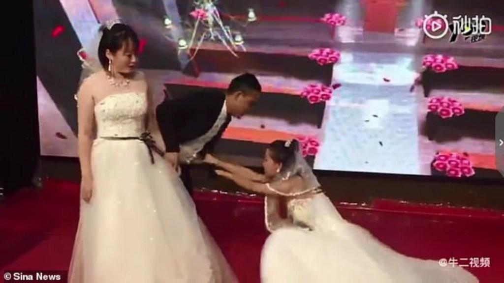 #Video Mujer irrumpe en boda de su expareja vestida de novia - Foto de Sina News