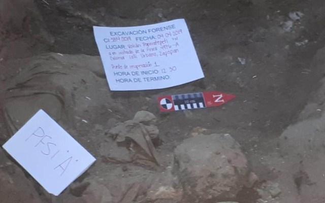 Hallan 12 cadáveres en fosas clandestinas dentro de casa en Zapopan - Excavación en domicilio por fosas clandestinas. Foto de @Eloy_Arellano