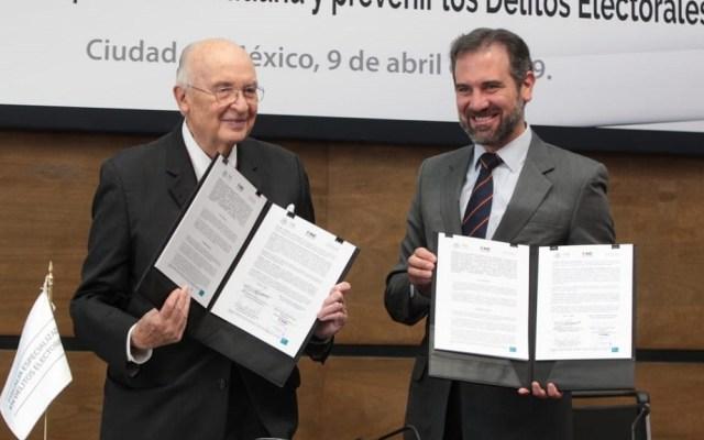 INE celebra reformas para sancionar a funcionarios - Firma de convenio entre el INE y la Fepade. Foto de @INEMexico