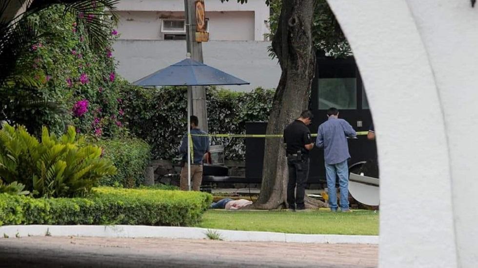 Homicidio de mujer afuera de Casa Jalisco. Foto de @bajolalupa0