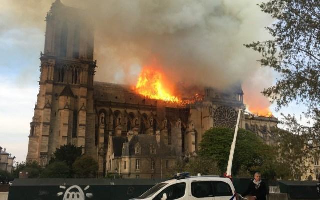 Se derrumba el techo de la catedral de Notre-Dame - Foto de @LaCroix