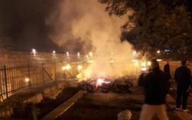 Incendio afectó mezquitas en Jerusalén al mismo tiempo que en Notre-Dame - Incendio de mezquita. Foto de Almamlakatv