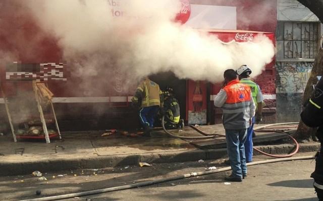 Controlan incendio en tienda del Centro Histórico de la CDMX - Incendio de tienda en República de Brasil. Foto de @israellorenzana
