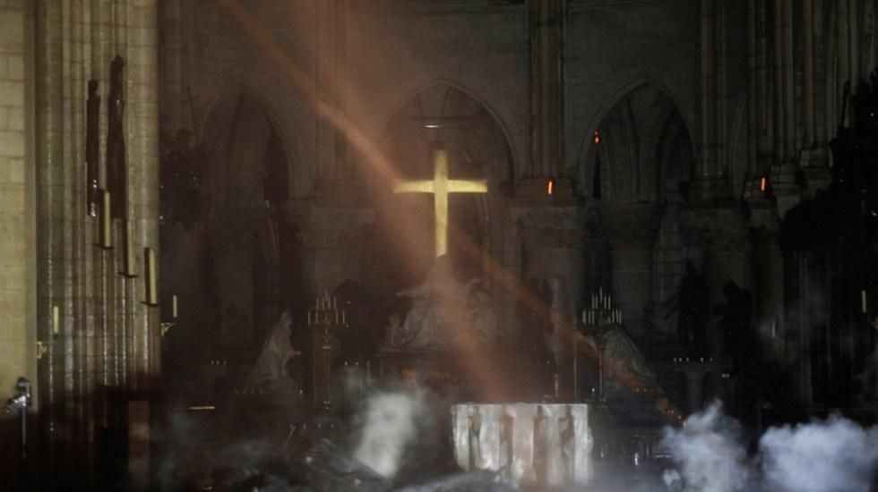 Controlan incendio en catedral de Notre-Dame - Sofocan incendio en catedral de Notre-Dame