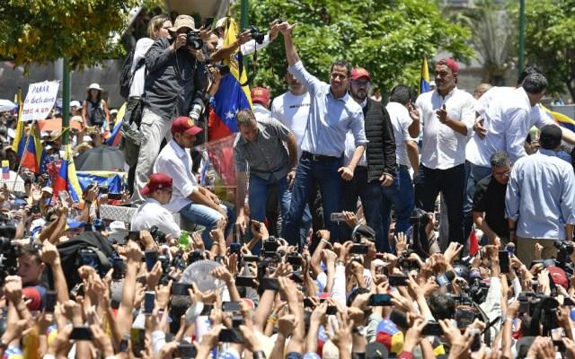 Guaidó advierte a Díaz-Canel que se acabó el petróleo venezolano para Cuba - Foto de AFP