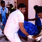 Arzobispo de Colombo pide castigo sin piedad por atentados en Sri Lanka - Levantamiento de cuerpos en iglesias de Sri Lanka. Foto de AFP / STR