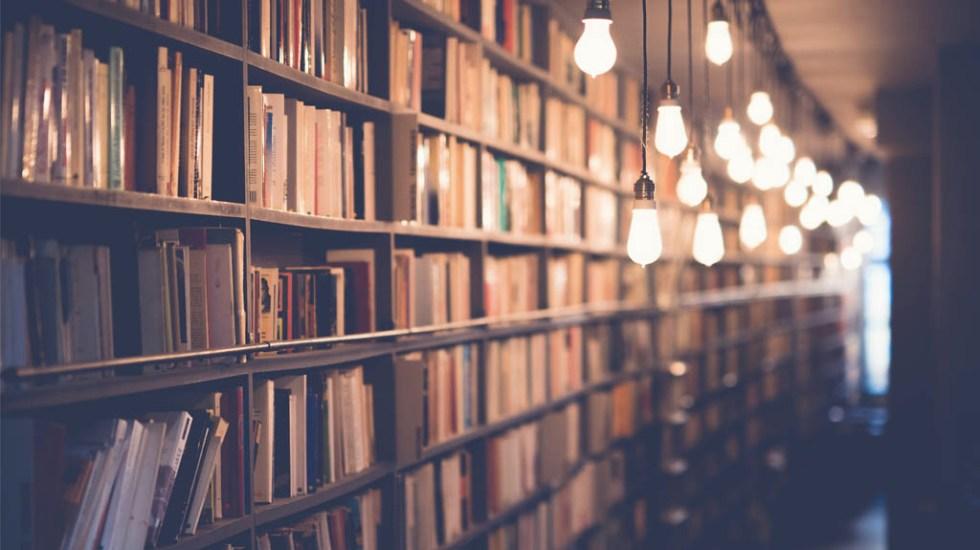 ¿Por qué se celebra el Día Mundial del Libro? - Foto de Janko Ferlič para Unsplash