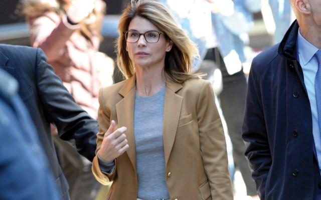 Lori Loughlin podría pasar hasta 40 años de cárcel tras ser acusada de lavado de dinero - Foto de AFP