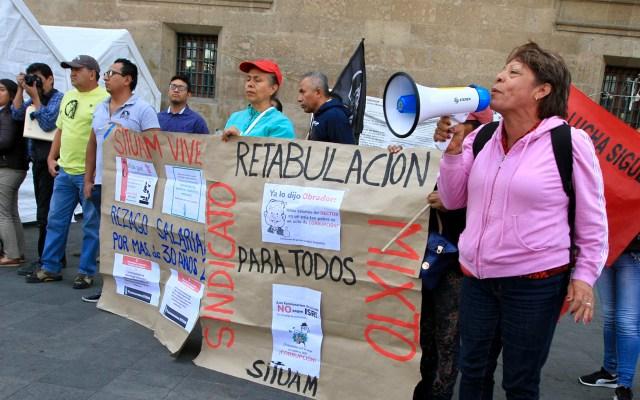 #Video Maestros de la UAM se manifiestan en el Zócalo - Integrantes del Sindicato Independiente de Trabajadores de la Universidad Autónoma Metropolitana (SITUAM) se manifestaron frente a Palacio Nacional. Foto de Notimex-Javier Lira.