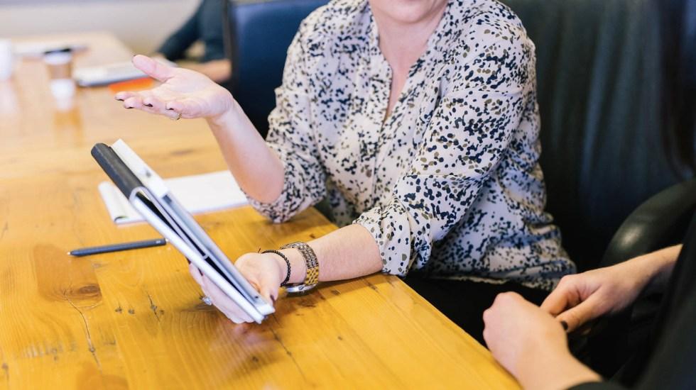 Participación de mujeres en puestos directivos bajó 8 por ciento en 2018 - Foto de Amy Hirschi para Unsplash