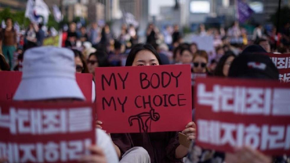 Despenalizan el aborto en Corea del Sur - Mujeres pro-aborto en Corea del Sur. Foto de AFP / Getty Images / Ed Jones