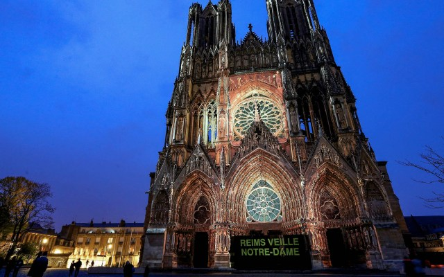 Recuento de daños en la catedral de Notre-Dame - París