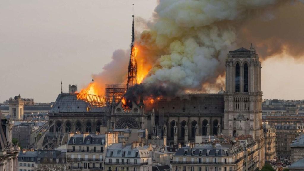 Notre-Dame, a seis meses del incendio, sigue atrapada por el plomo y la burocracia - incendio catedral de notre-dame cortocircuito