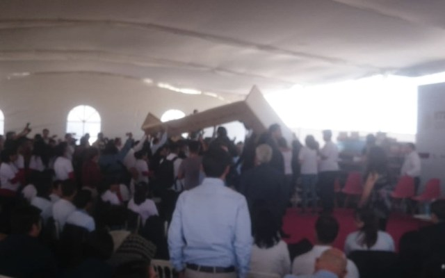 #Video Pantalla cae durante evento en Pachuca - Foto de @Pilix