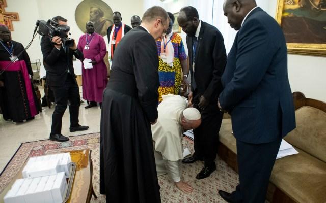 El Vaticano explica el gesto del papa con los líderes de Sudán del Sur - Foto de AFP.