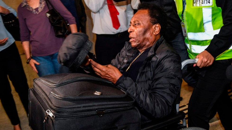 Pelé recibe alta hospitalaria tras retirada de cálculo renal - Foto de AFP